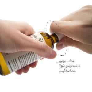 Saunaöl Zirbe/Zirtone 100 ml Fläschchen aufdrehen